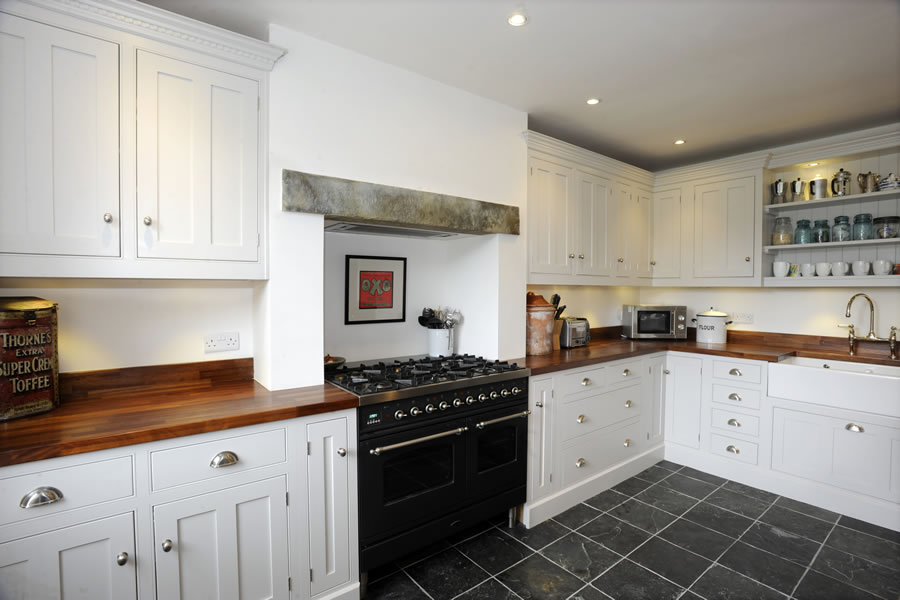 Kitchen design manufacture and installation by thwaite for Kitchen ideas uk 2015